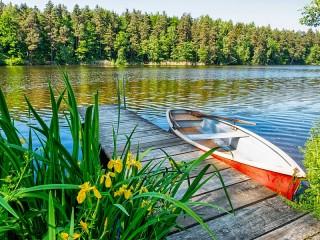 Собирать пазл Лодка у мостика онлайн