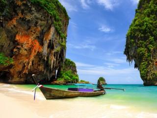 Собирать пазл Лодка у острова онлайн