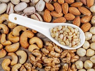 Собирать пазл Ложка и орехи онлайн