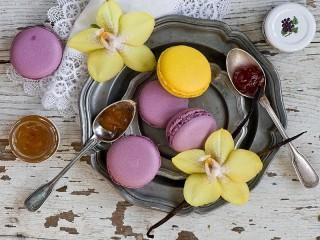 Собирать пазл Макарон и орхидеи онлайн