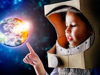 Собирать пазл Маленький космонавт онлайн