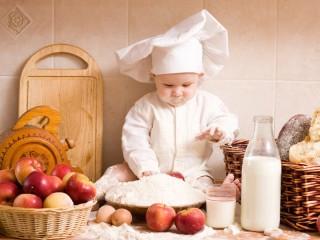 Собирать пазл Маленький поваренок онлайн