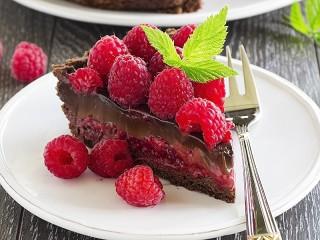 Собирать пазл Малина и шоколад онлайн