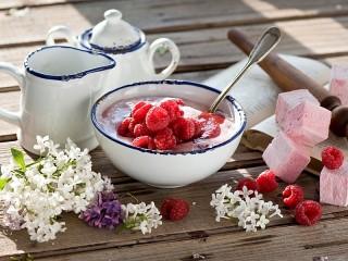 Собирать пазл Малиновый десерт онлайн