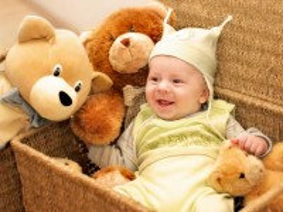 Собирать пазл Малыш и медведи онлайн