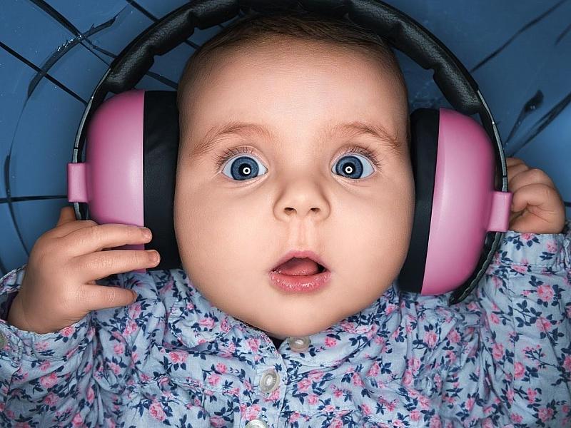 Пазл Собирать пазлы онлайн - Малыш в наушниках
