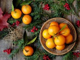 Собирать пазл Мандарины и ель онлайн