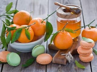 Собирать пазл Мандарины и макарон онлайн