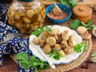 Собирать пазл Маринованные грибы онлайн
