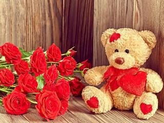 Собирать пазл Мишка и розы онлайн