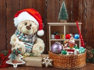 Собирать пазл Мишка с подарками онлайн