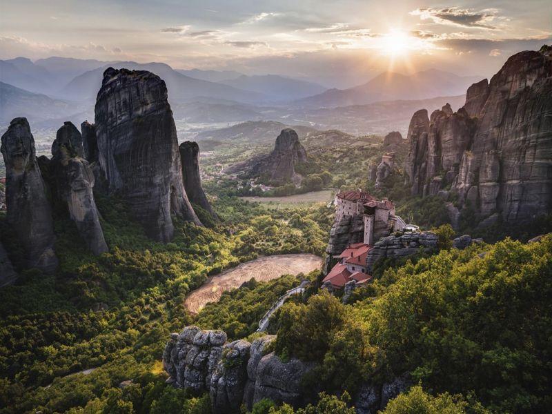 Пазл Собирать пазлы онлайн - Монастырь в Греции