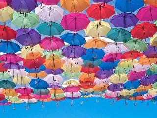 Собирать пазл Море зонтов онлайн