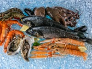 Собирать пазл Морепродукты на льду онлайн