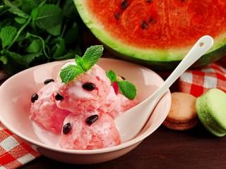 Собирать пазл Мороженое и арбуз онлайн