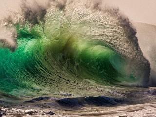 Собирать пазл Морская волна онлайн