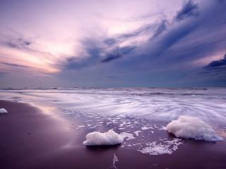 Собирать пазл Морские волны онлайн