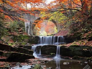 Собирать пазл Мост и водопад онлайн