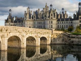 Собирать пазл Мост и замок онлайн
