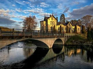 Собирать пазл Мост к дому онлайн