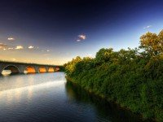 Собирать пазл Мост на рассвете онлайн
