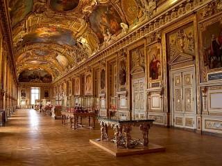 Собирать пазл Музей Лувра онлайн