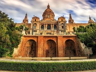 Собирать пазл Музей в Барселоне онлайн