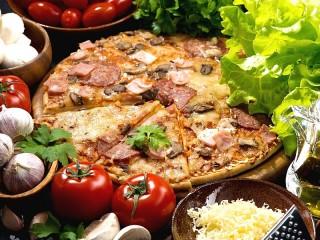 Собирать пазл Мясная пицца онлайн