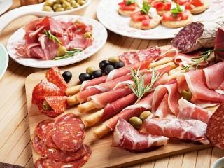 Собирать пазл Мясо и колбасы онлайн