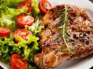 Собирать пазл Мясо и салат онлайн
