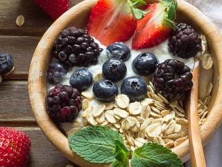 Собирать пазл Мюсли и ягоды онлайн