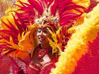Собирать пазл На карнавале онлайн