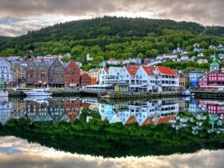 Собирать пазл Набережная Норвегии онлайн