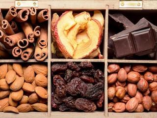 Собирать пазл Орехи шоколад сухофрукты онлайн