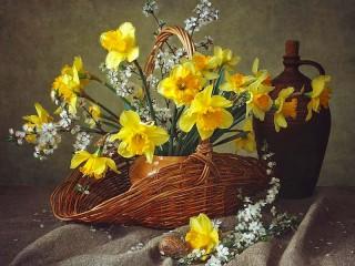 Собирать пазл Нарциссы и алыча онлайн