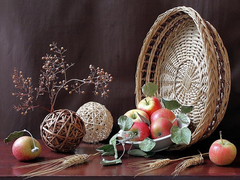 Пазл Собирать пазлы онлайн - Натюрморт с яблоками
