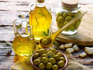 Собирать пазл Натюрморт с оливками онлайн