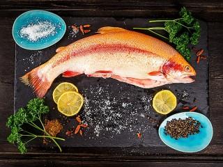 Собирать пазл Натюрморт с рыбой онлайн