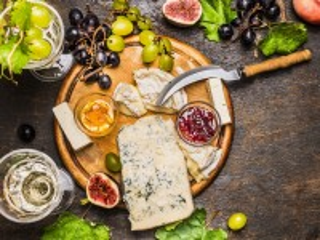 Собирать пазл Натюрморт с сыром онлайн