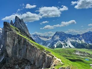 Собирать пазл Небо и скалы онлайн