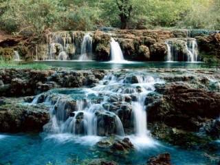 Собирать пазл Необычный водопад онлайн