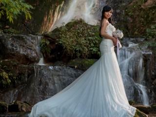 Собирать пазл Невеста у водопада онлайн