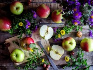 Собирать пазл Ноты и яблоки онлайн