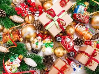 Собирать пазл Новогодние игрушки онлайн