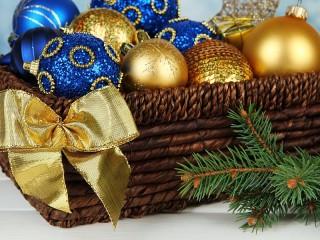 Собирать пазл Новогодние шары онлайн