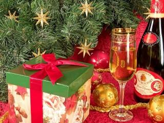 Собирать пазл Новогодний подарок онлайн