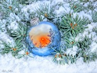 Собирать пазл Новогодний шар онлайн