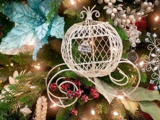 Собирать пазл Новогодняя елка онлайн
