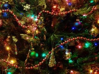 Собирать пазл Новогодняя ёлка онлайн