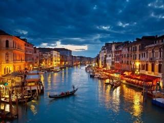Собирать пазл Огни Венеции онлайн